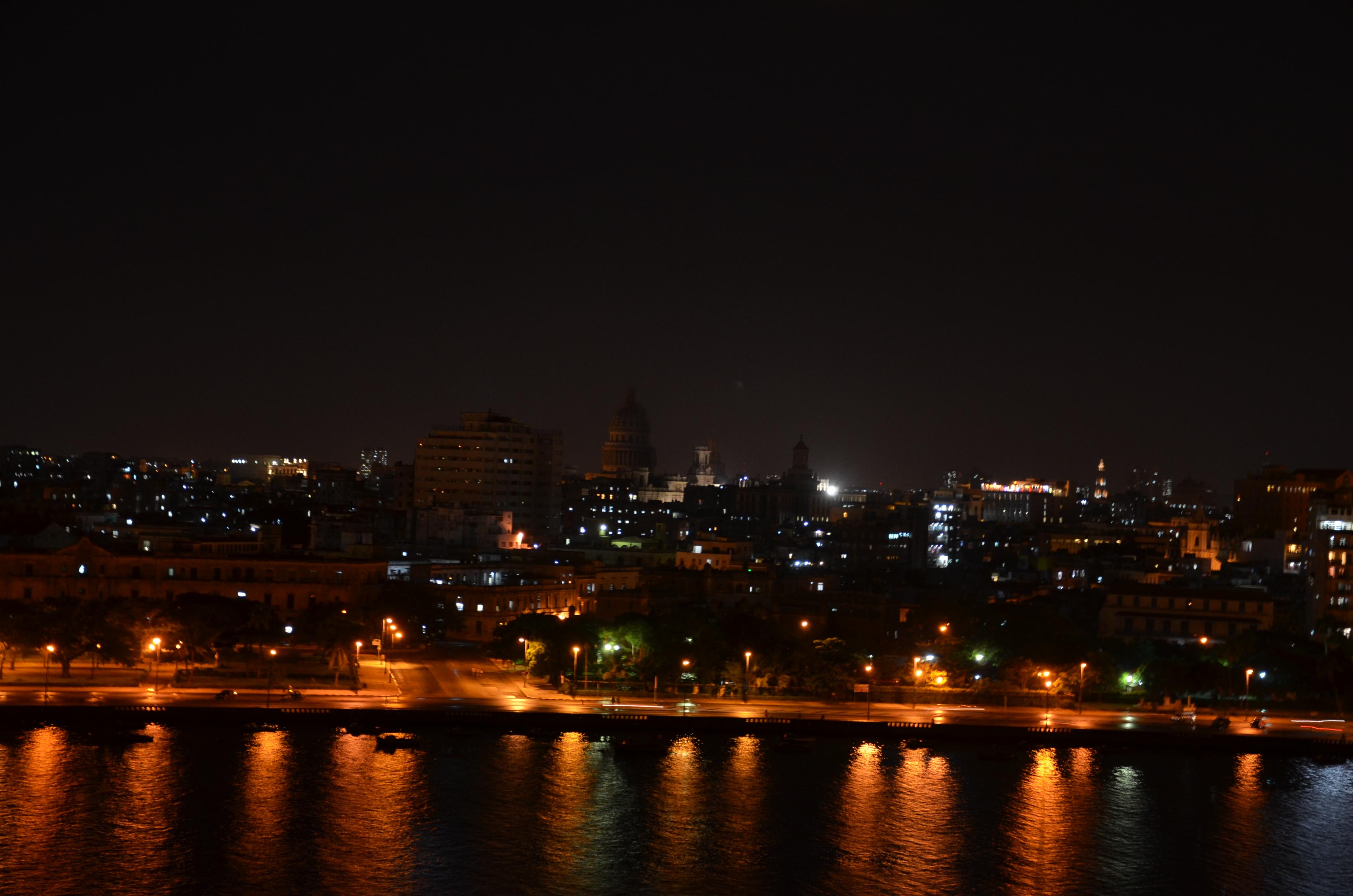 Vista do Capitólio de Havana, desde o Forte Las Cabañas