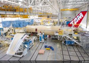 Primeiro A350 XWB da TAM ganha forma