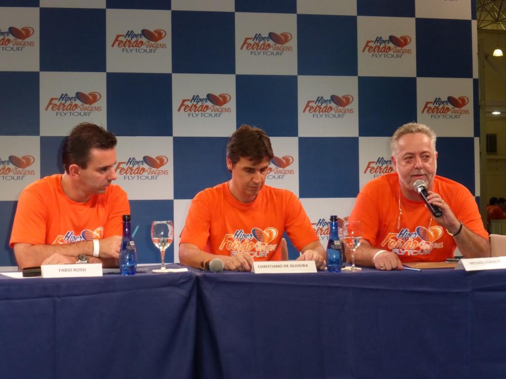 Fábio Rossi (Flytour Eventos), Cristiano Oliveira (Grupo Flytour) e Michael Barkoczy (Flytour Viagens) durante a coletiva de imprensa