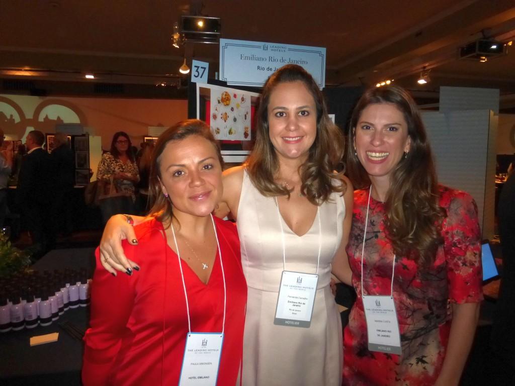 A relações públicas Paula Simonsen e Fernanda Carvalho e Marina Costa, da área de Vendas dos hotéis Emiliano em São paulo e no Rio de Janeiro