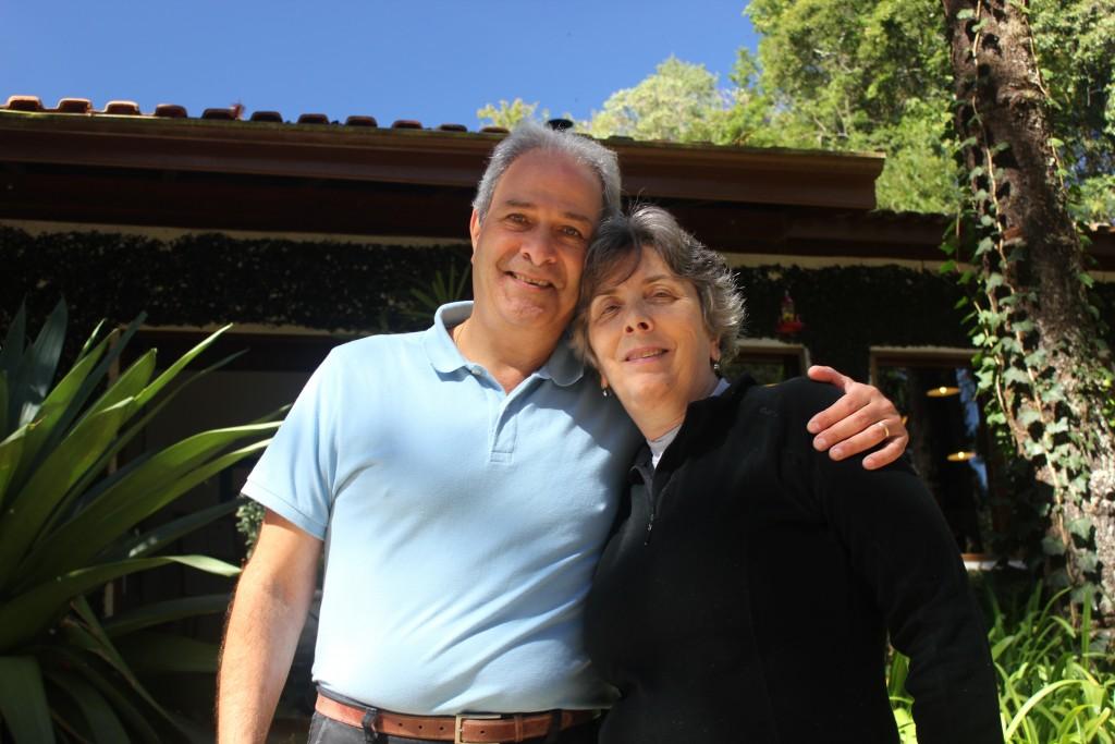 O casal Ciro e Ana Calfat, proprietário da Pousada Barra do Bié