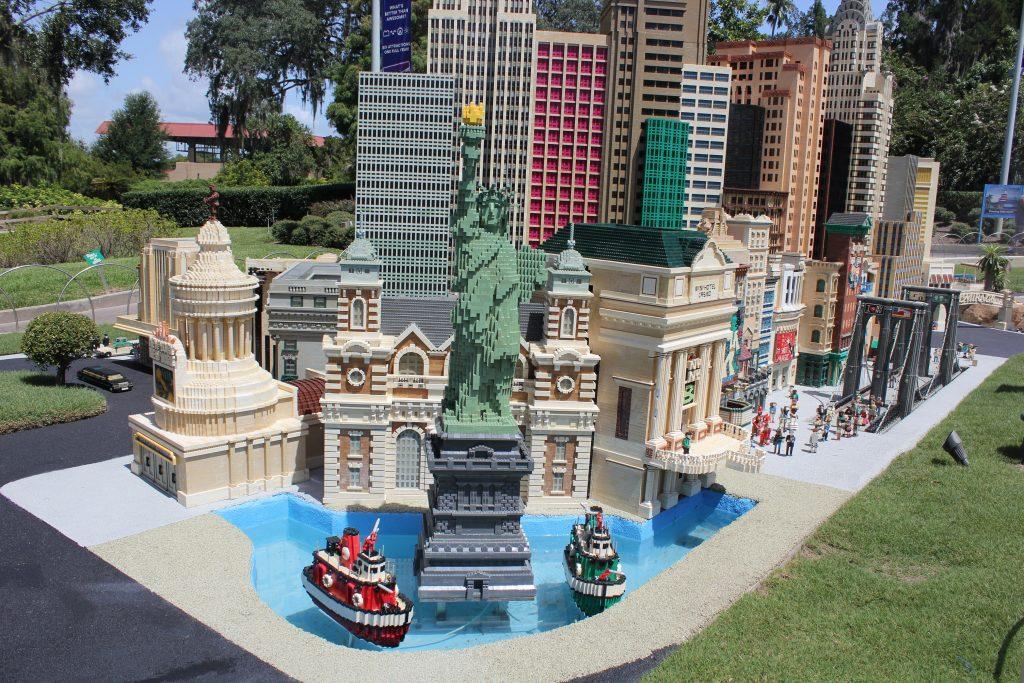 Estátua da liberdade presente no Legoland