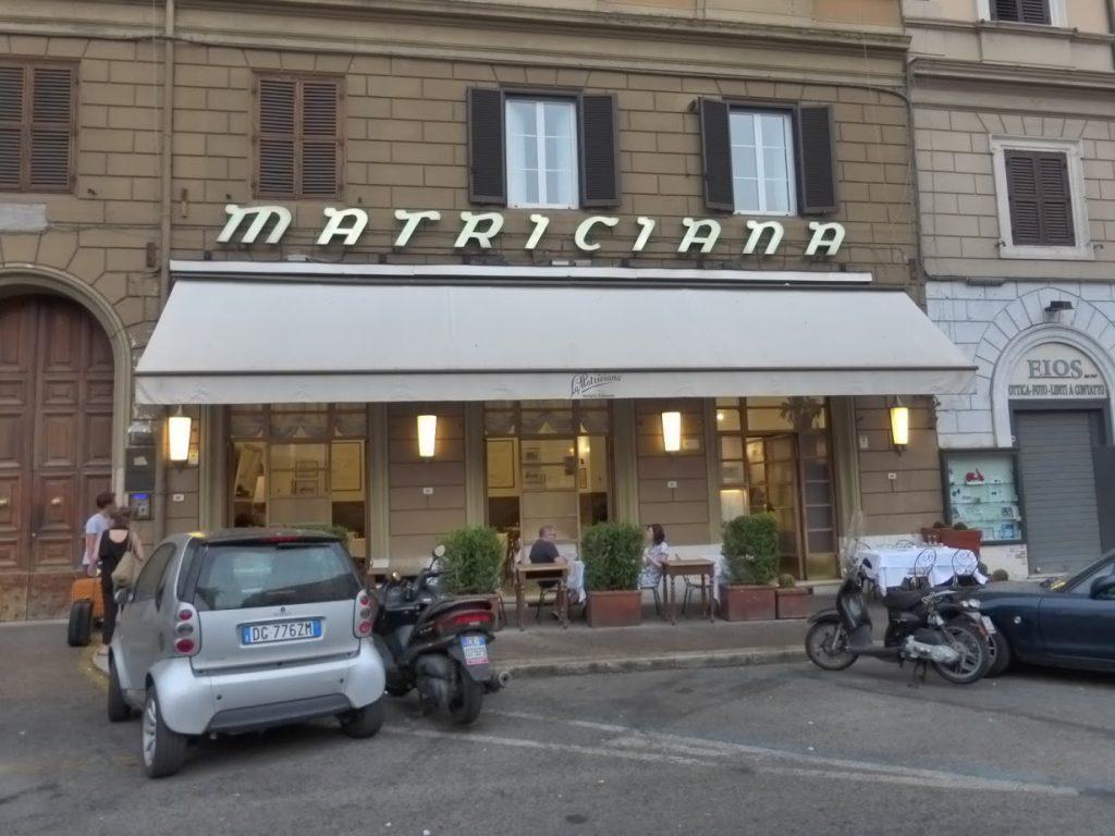 Fachada da trattoria romana fundada em 1870