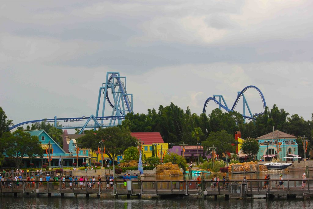 O parque visto desde o lago. São inúmeras atrações para a família