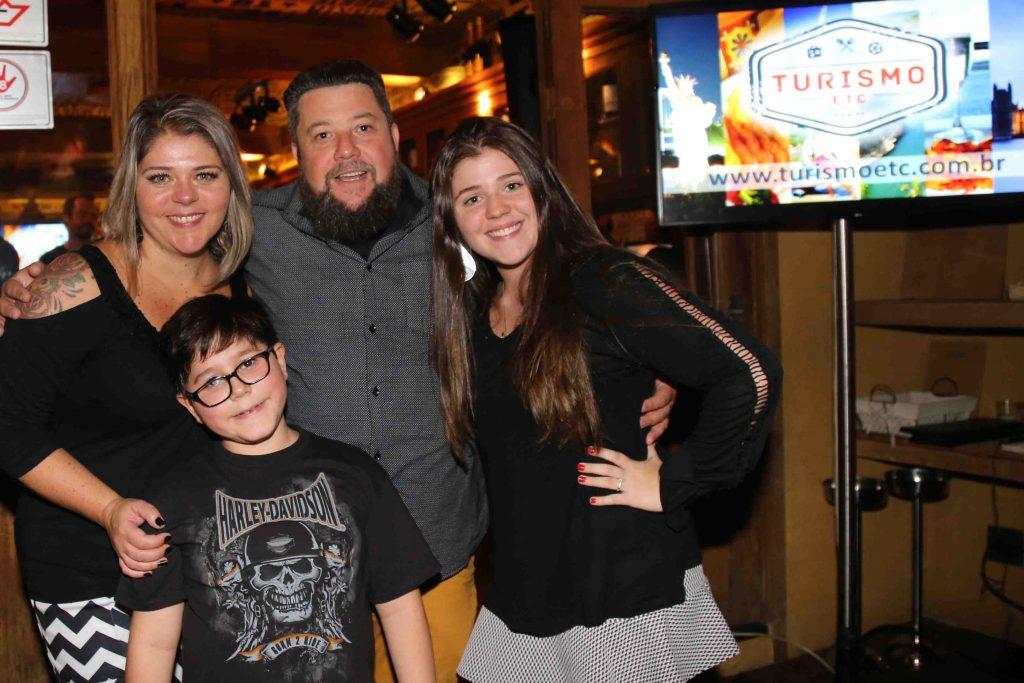 Palumbo com sua esposa, Cristiane, e seus filhos, Rafael e Giulia