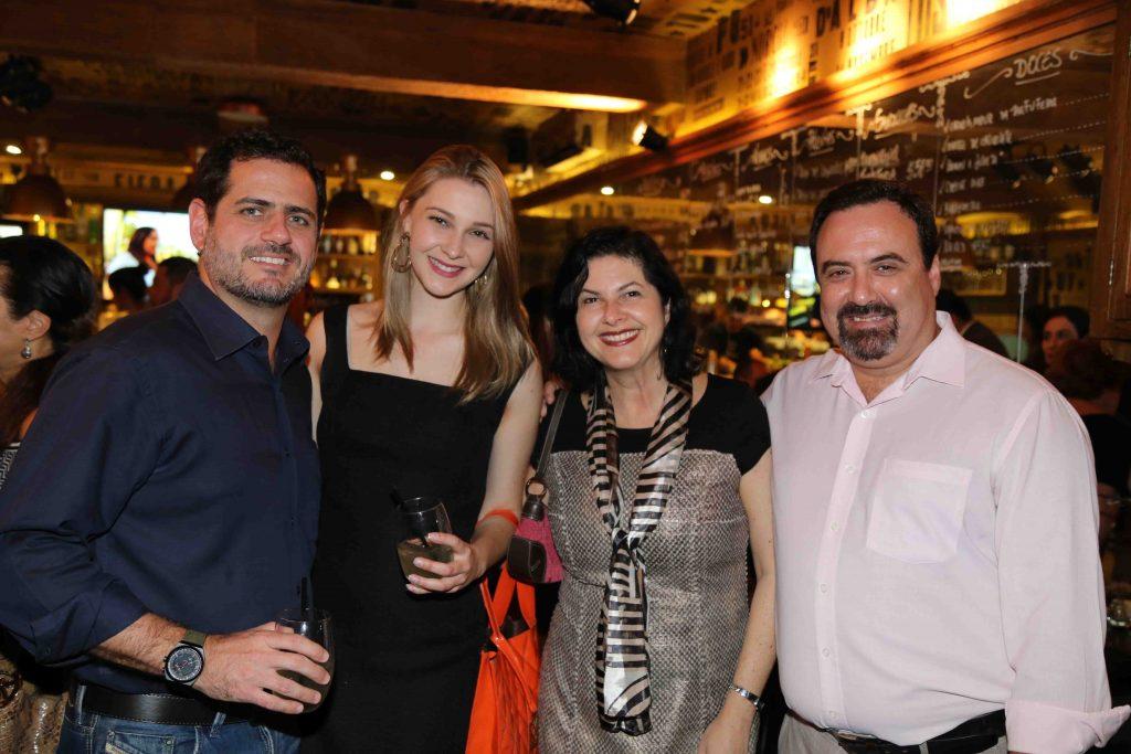 Piatetzky e a namorada com o casal Mirella e Schapo