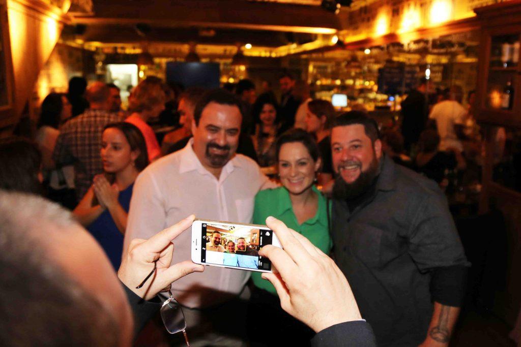 A foto da foto, com Schapo, Carolina e Palumbo