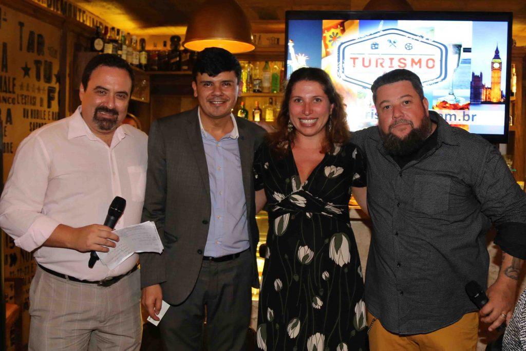Os sócios do TurismoEtc com Costa e Ana Lúcia -- que ganhou um par de convites para o Burlesque Paris 6 by Night