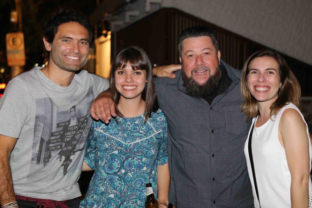 Palumbo com os amigos Rodrigo Cardoso, Mariana Lecreca e Roberta Cardoso, da Comunicateca