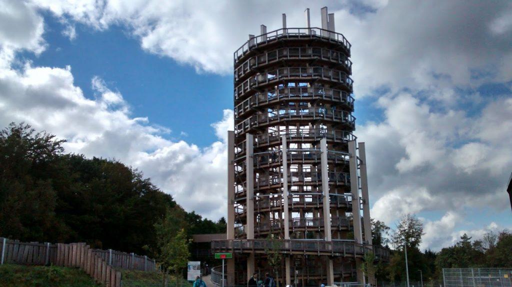 A torre de observação tem 40 metros de altura e, acredite: a subida é suave