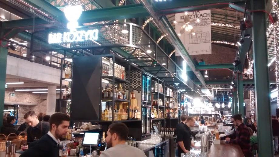 Interior do mercado reformado e fundado há mais de 110 anos