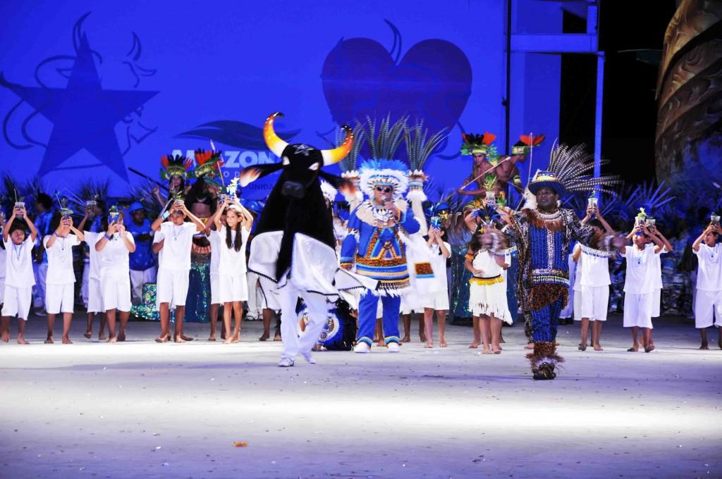 Caprichoso entra triunfante na segunda noite dos desfiles dos bumbás