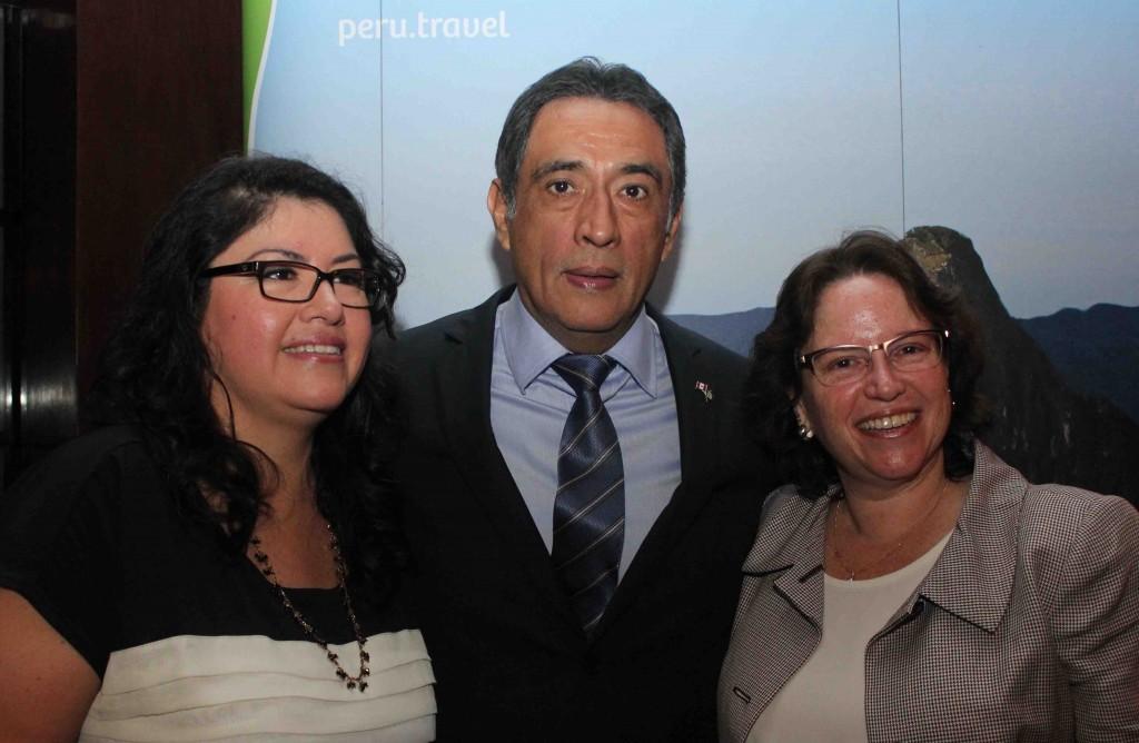 Antonio Castillo, Milagros Ochoa e Sandra Alberdi, da Promperú