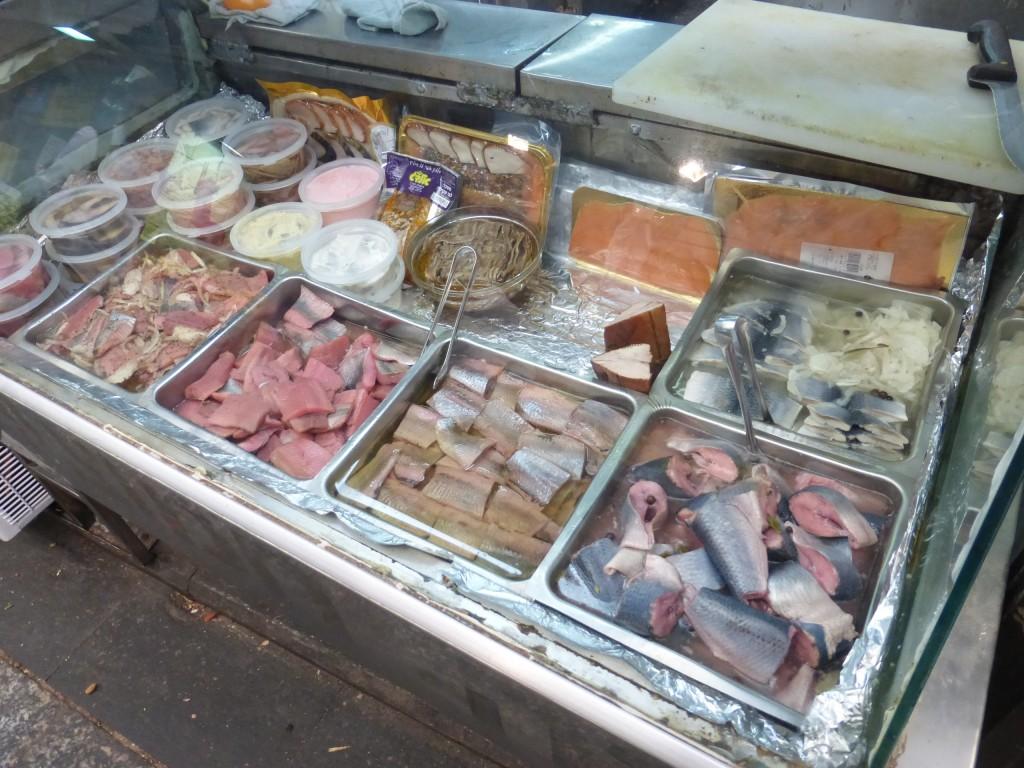 Tipos de peixes defumados e na salmoura