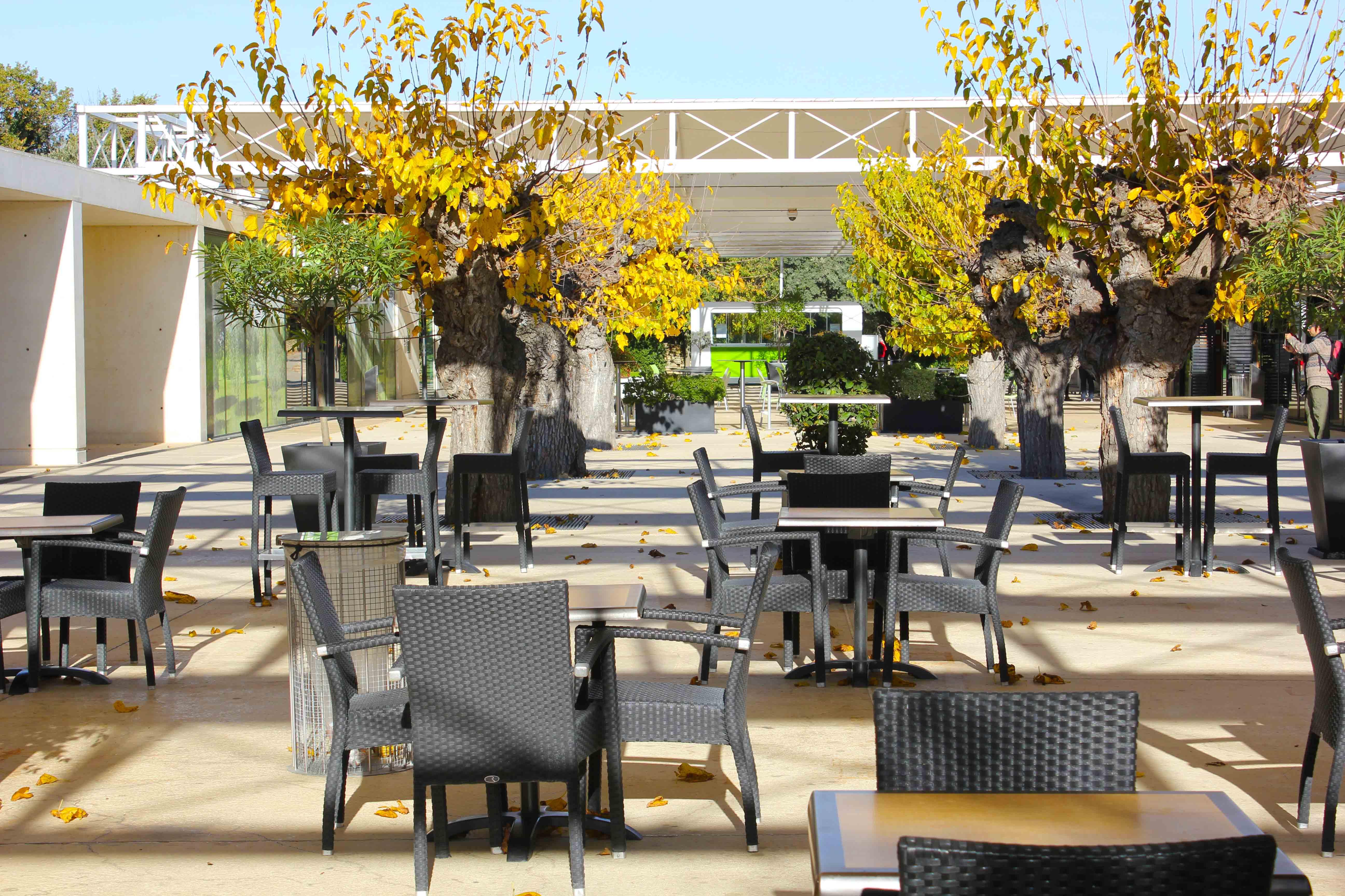 Área entre o centro de informações, cafés, lojas e o museu. Ali é possivel se refrescar e descansar antes da subida aos arcos do aqueduto