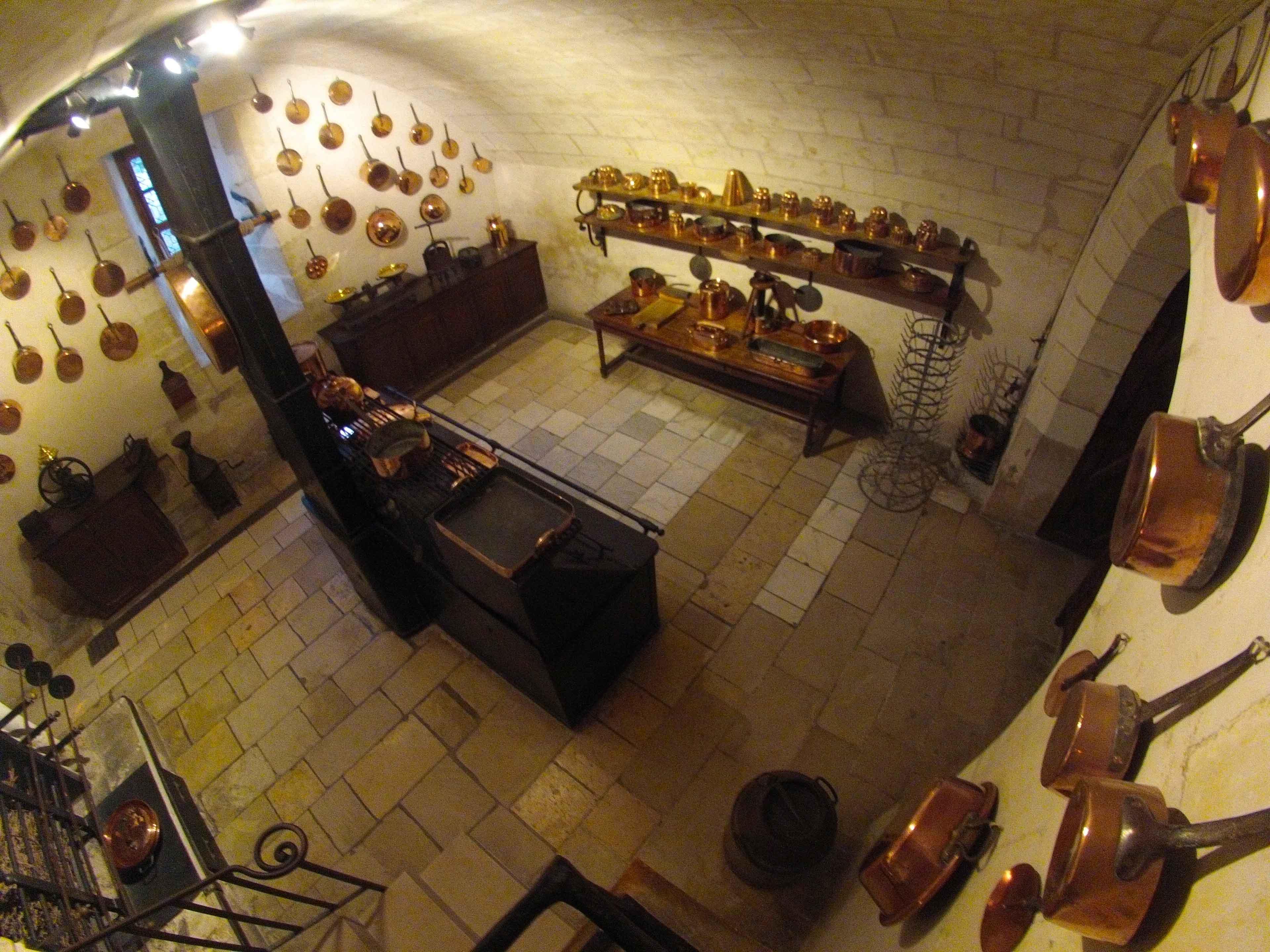 A cozinha do castelo de Chenonceu com os utensílios da época