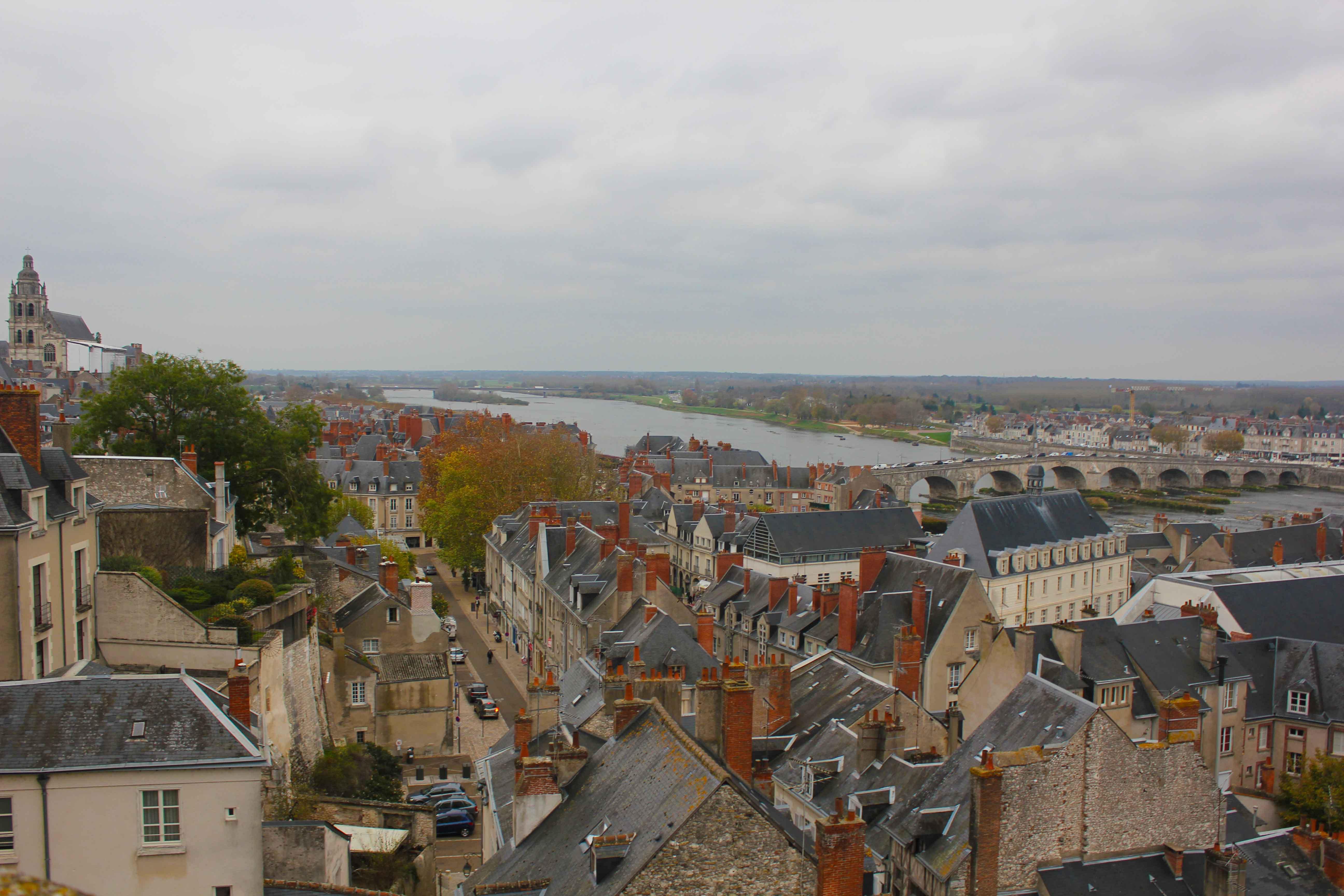 Do alto é possível avistara cidade que ainda tem aspecto antigo