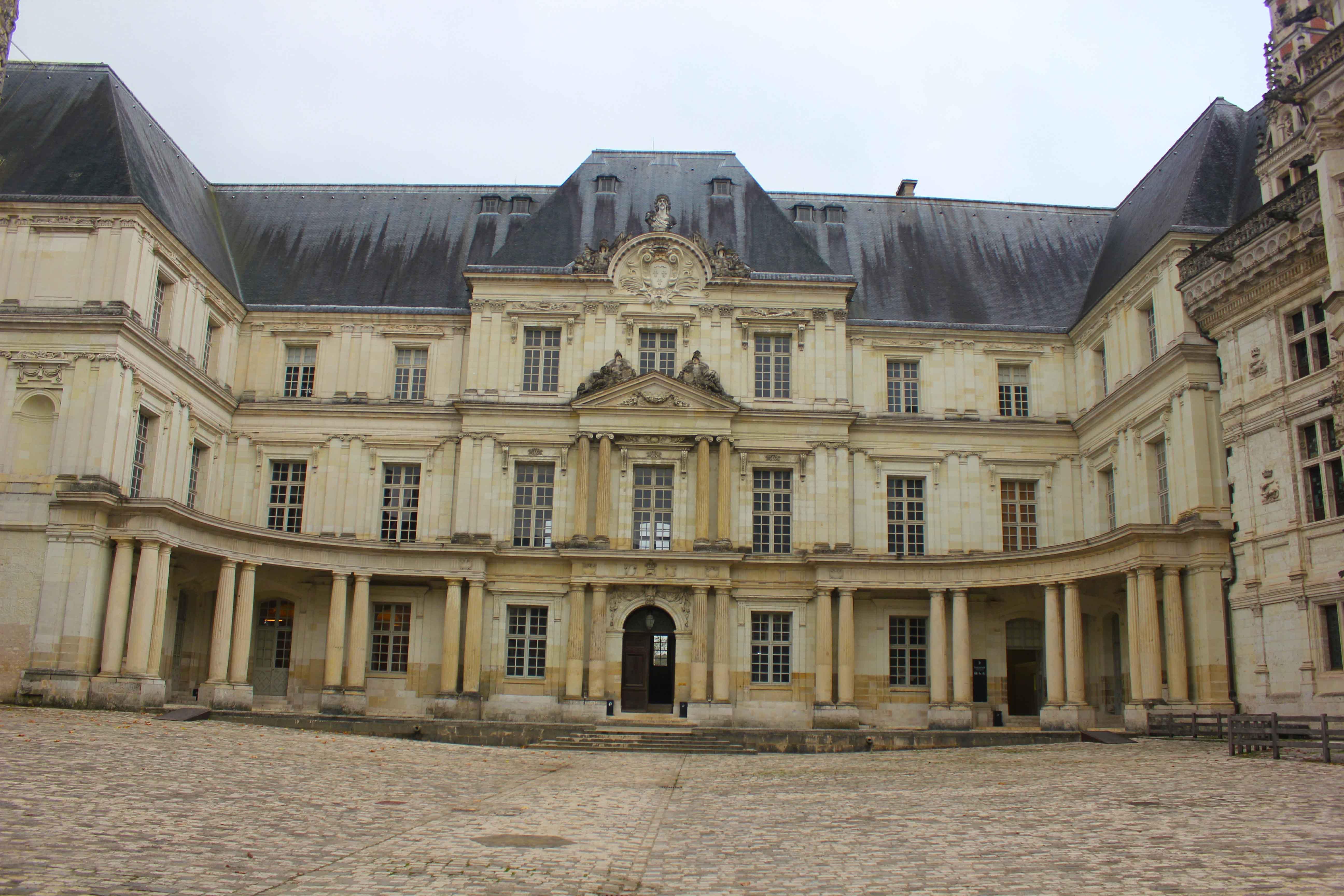 Fachada de Blois com a vista do pátio
