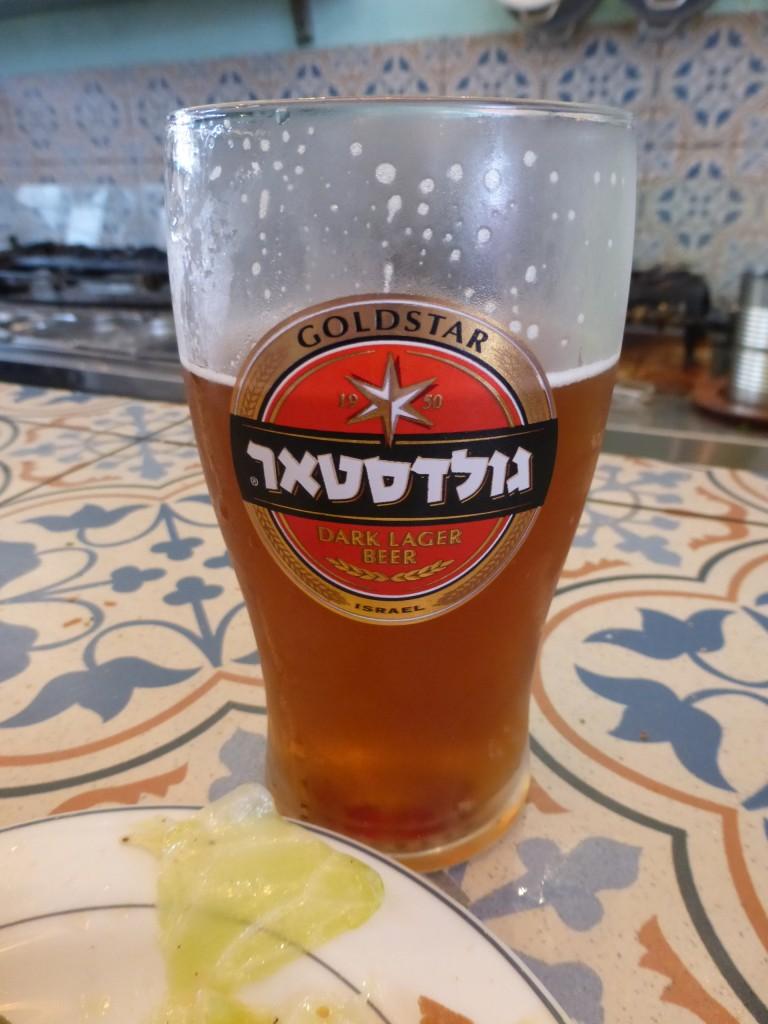 Cerveja israelense Goldstar para acompanhar
