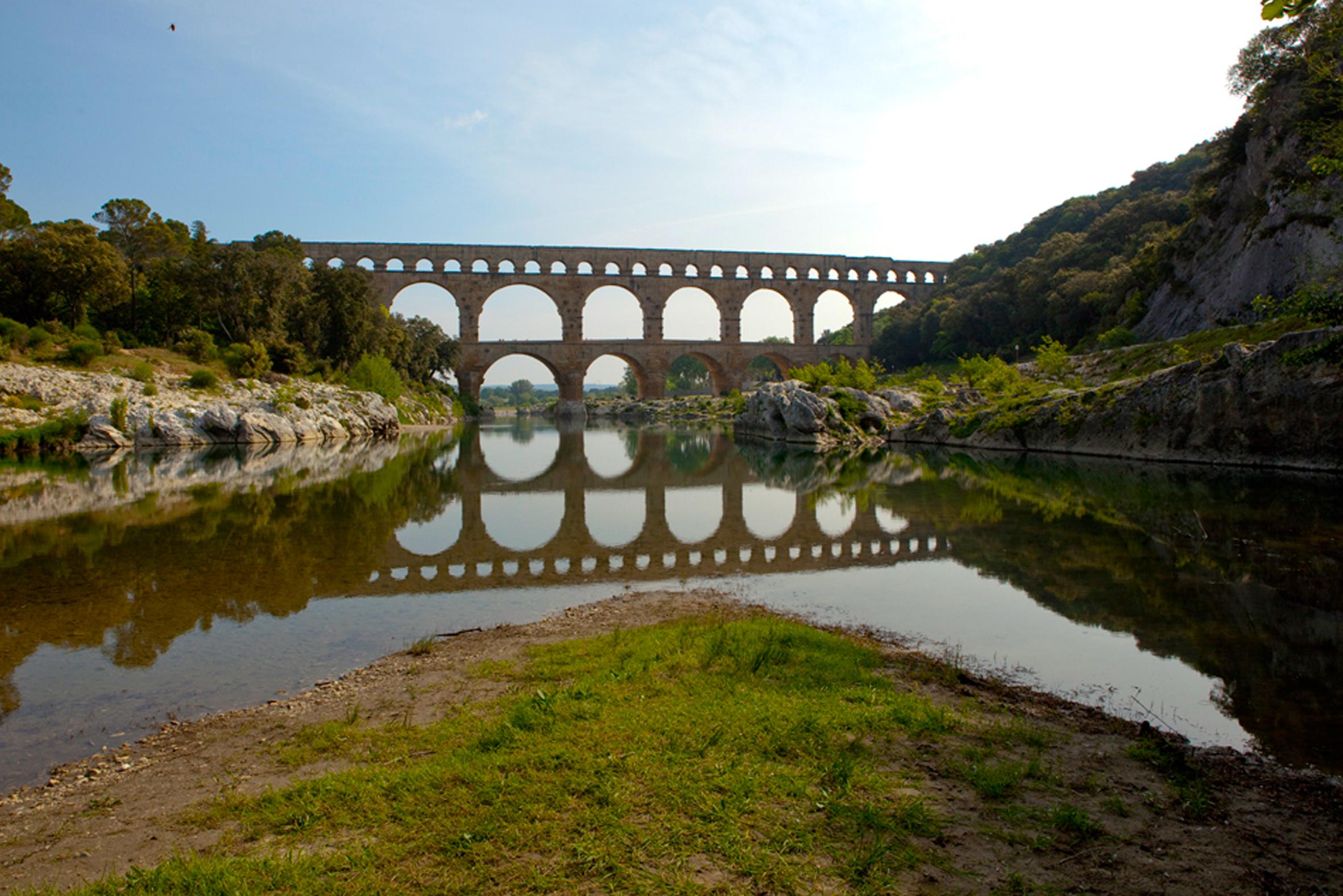 Vista da Pont Du Gard. O local é mesmo impactante pela engenharia e beleza