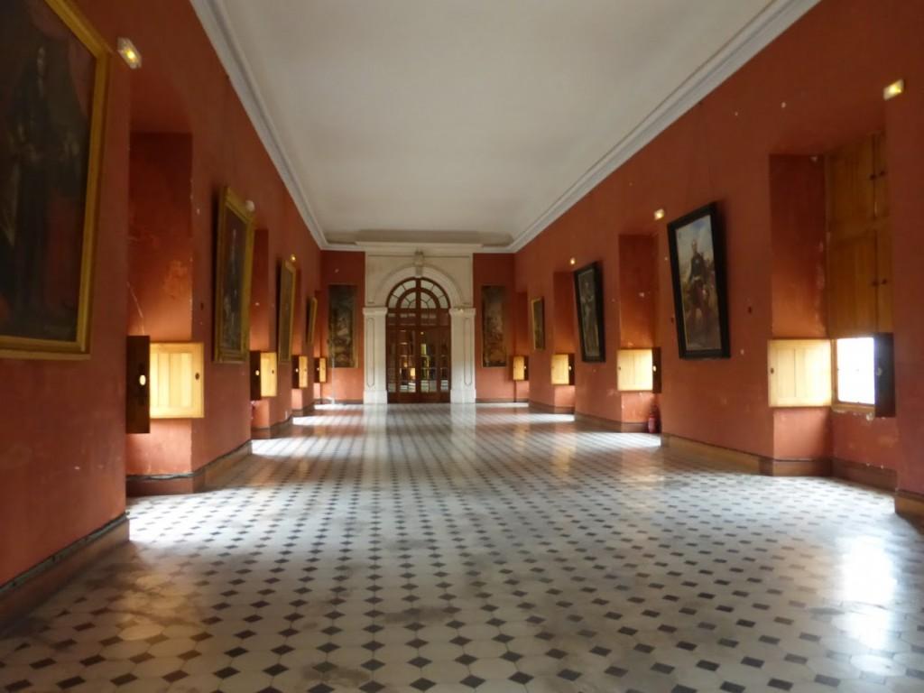 Galeria de arte com personagens da família que foi dona do castelo
