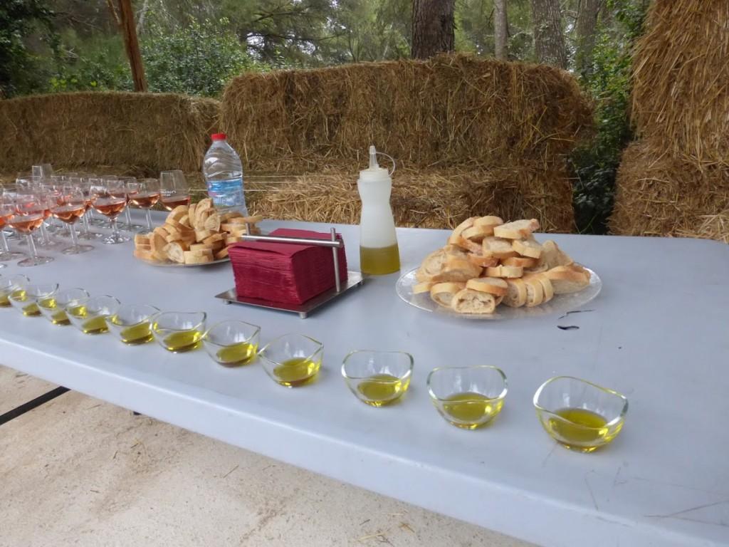 A mesa para degustação de vinho e azeite