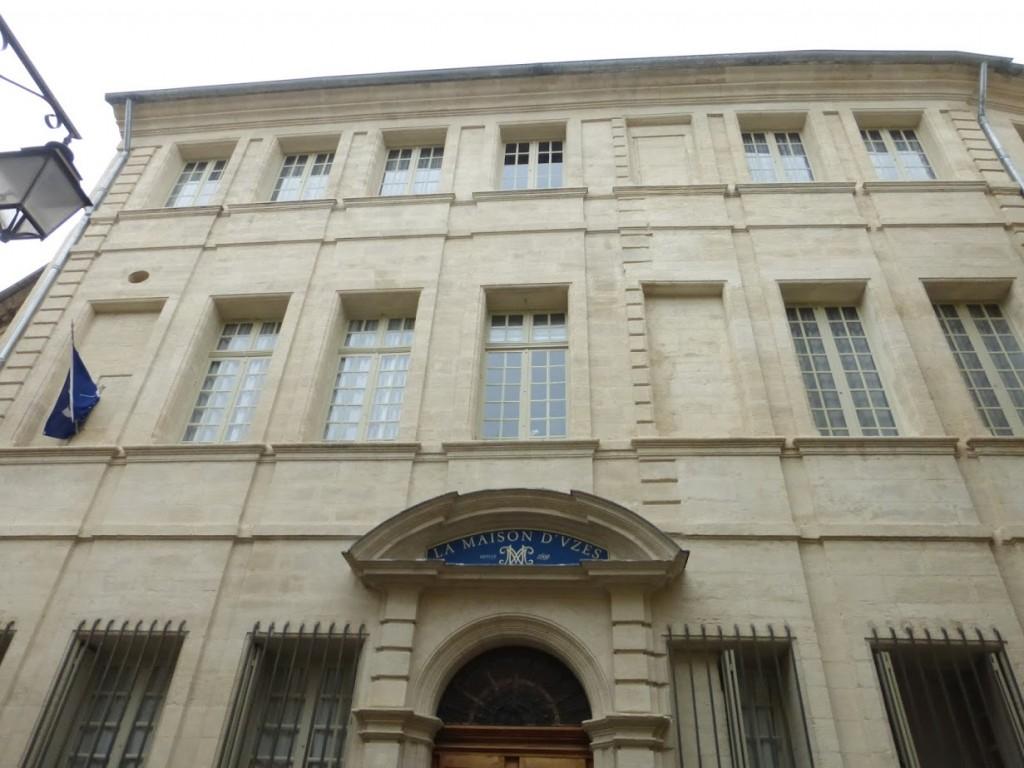 A fachada do hotel, no centro de Uzès
