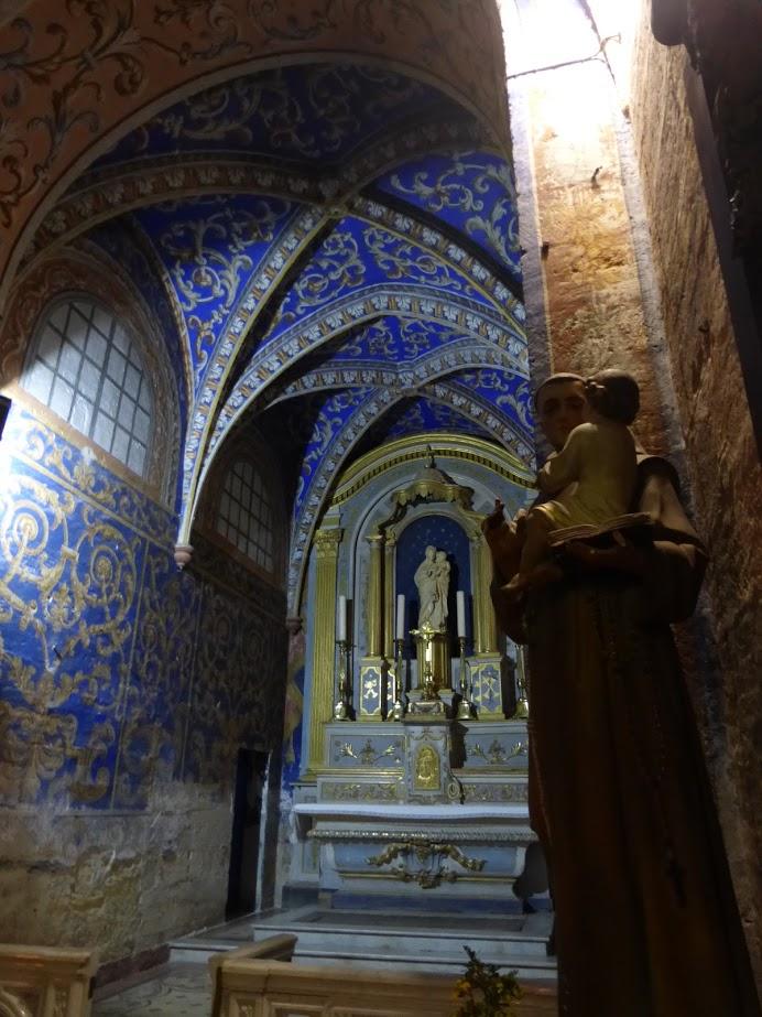 Capela dentro da catedral de Saint Théodorit