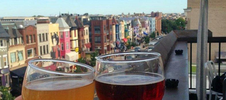 beers_overlooking_adams_morgan_at_roofers_union