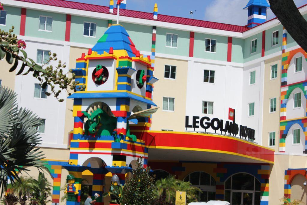 Fachada do resort anexo ao complexo de entretenimento