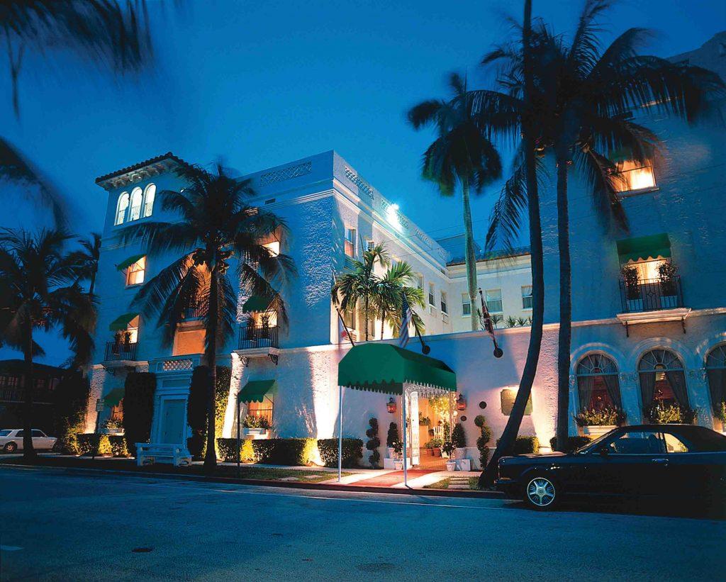 Exterior do hotel em Palm Beach (fotos Divulgação)