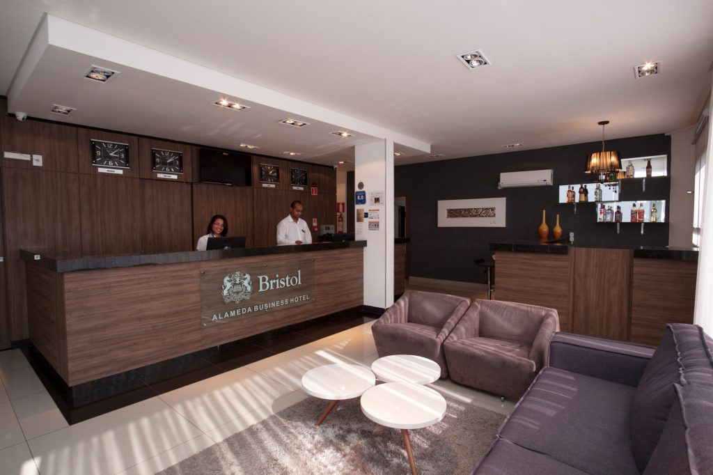 Recepção do hotel na Pampulha (MG)