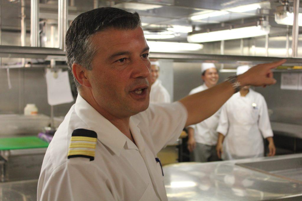 O gerente de restaurante do navio, Filipe Leme Silva