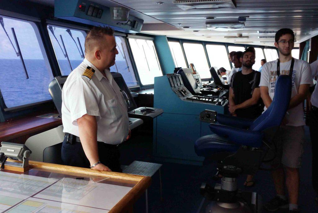 O capitão Branka, conta um pouco sobre como é navegar e comandar a tripulação e as vidas em alto mar
