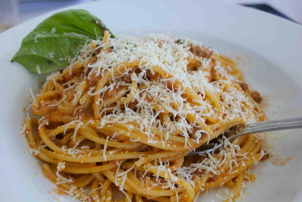 Spaghettini a Aurora: deliciosa massa servida com creme de nata