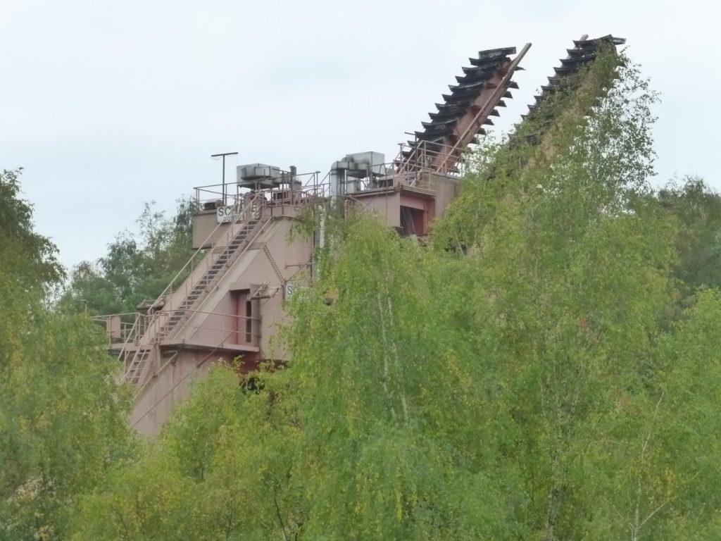Outra estrutura industrial no parque que circunda a antiga mina