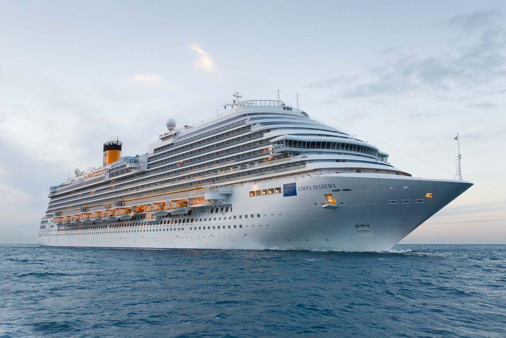 O Costa Diadema em alto mar: navio já produz o laticínio (fotos divulgação/Costa Cruzeiros)