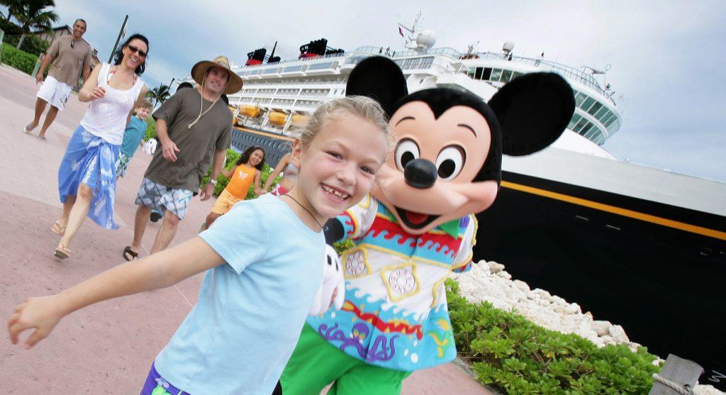 Mickey com passageira do cruzeiro