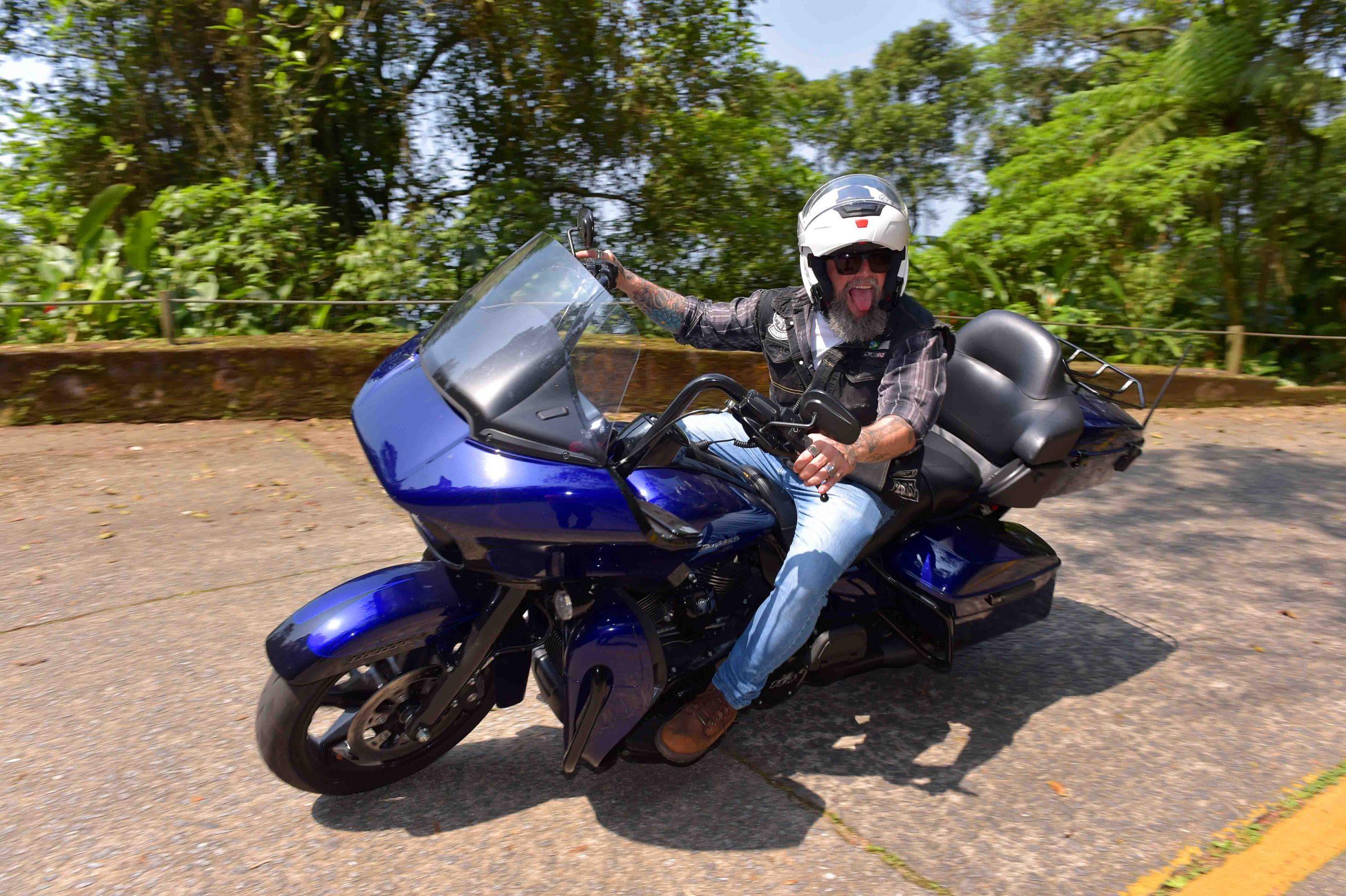 moto pela estrada velha de Santos